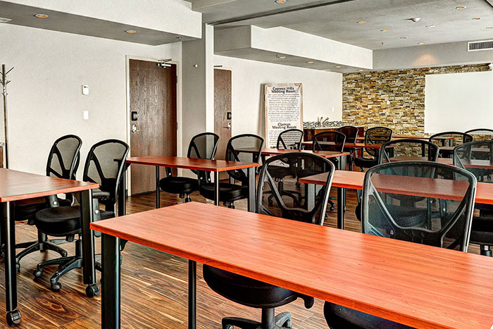 Home Inn Amp Suites Regina Airport Hotel Hotels In Regina Sk